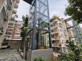 住宅小区内的户外电梯