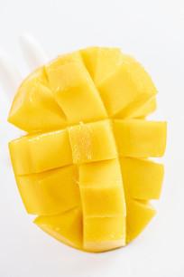 半个芒果切开