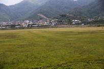 海边渔村草场