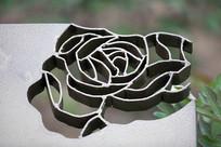 牡丹花镂空图案