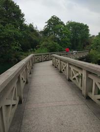 景区人行道桥设计