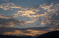 傍晚的彩霞天空