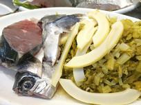 餐厅生食材摆盘-笋干酸菜鱼特写
