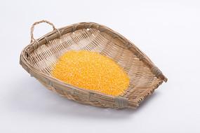 一筐玉米渣