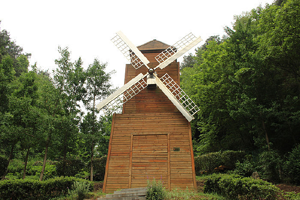 景区里的风车