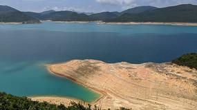 香港万宜水库沙滩横构图