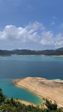 香港万宜水库沙滩竖构图