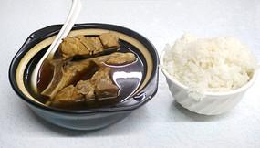 青岛特色小吃-排骨米饭