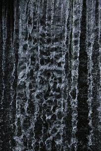 黑背景上的流水