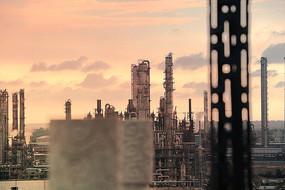 夕阳下的茂名乙烯厂