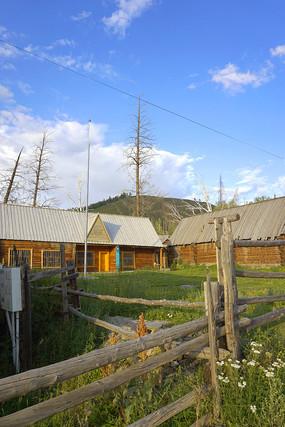 新疆白哈巴村的木楞屋