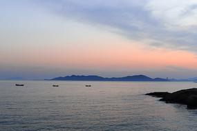 夕阳和三只小船