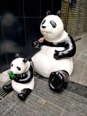 成都街头的熊猫雕塑
