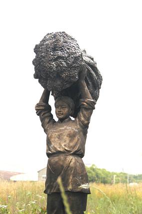 雕塑丰收女