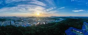 宽幅城市的早晨风景图