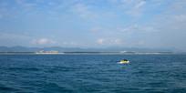 蓝色大海和快艇