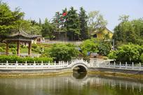 青岛湛山寺放生池园林水景