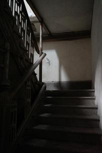 扶手木楼梯
