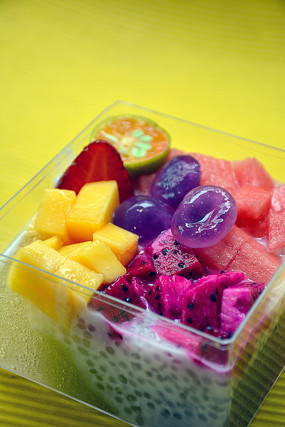 酸奶水果捞冰粉