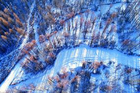 大兴安岭冬季冰封河流