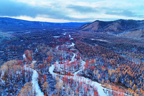 冬季冰封河流