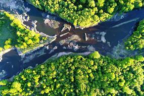 大兴安岭茂密树林河流