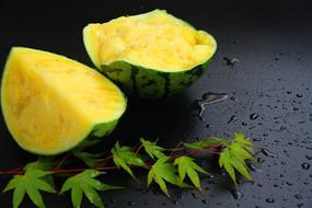 切开黄瓤西瓜