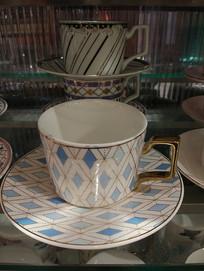 几何花纹杯子
