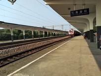 进站的火车