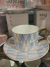 蓝色纹理的杯子