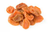 美味杏子果肉干白背景图片