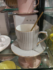 竖条纹陶瓷杯子