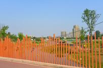 成都中和湿地公园红色栏杆桥