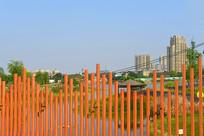 成都中和湿地公园-桥的红色栏杆