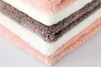 叠放整齐的珊瑚绒超细纤维抹布