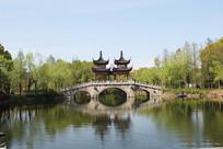 上海古华公园古建筑双子塔