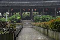 雨中中式大殿