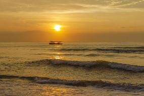 美丽的海上日出