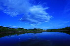 大兴安岭森林湖泊夜景