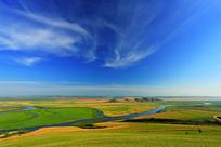 呼伦贝尔草原植被丰茂河流蜿蜒