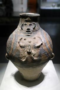 裸体浮雕彩陶壶