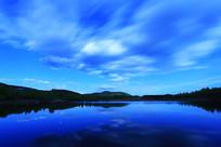 大兴安岭森林湖之夜缥缈云彩