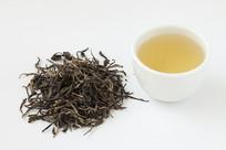 古树茶茶叶和清亮的茶汤