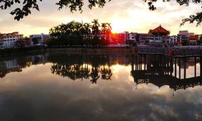 夕阳下的棉湖古镇云湖公园