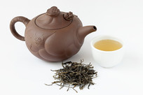 紫砂壶冲泡的古树茶