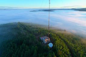 大兴安岭山巅云雾信号塔风景