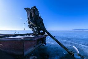封冻的湖上风光