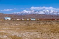 雪山草原蒙古包
