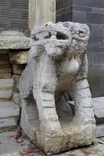 云南省建水古城古朴的麒麟石雕