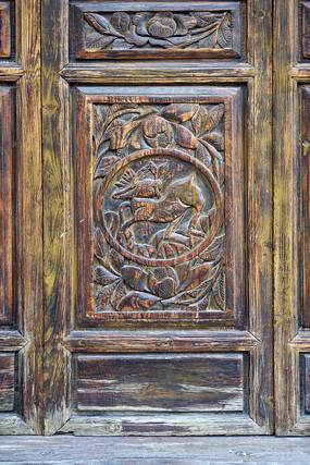 中式木墙传统图案雕花特写